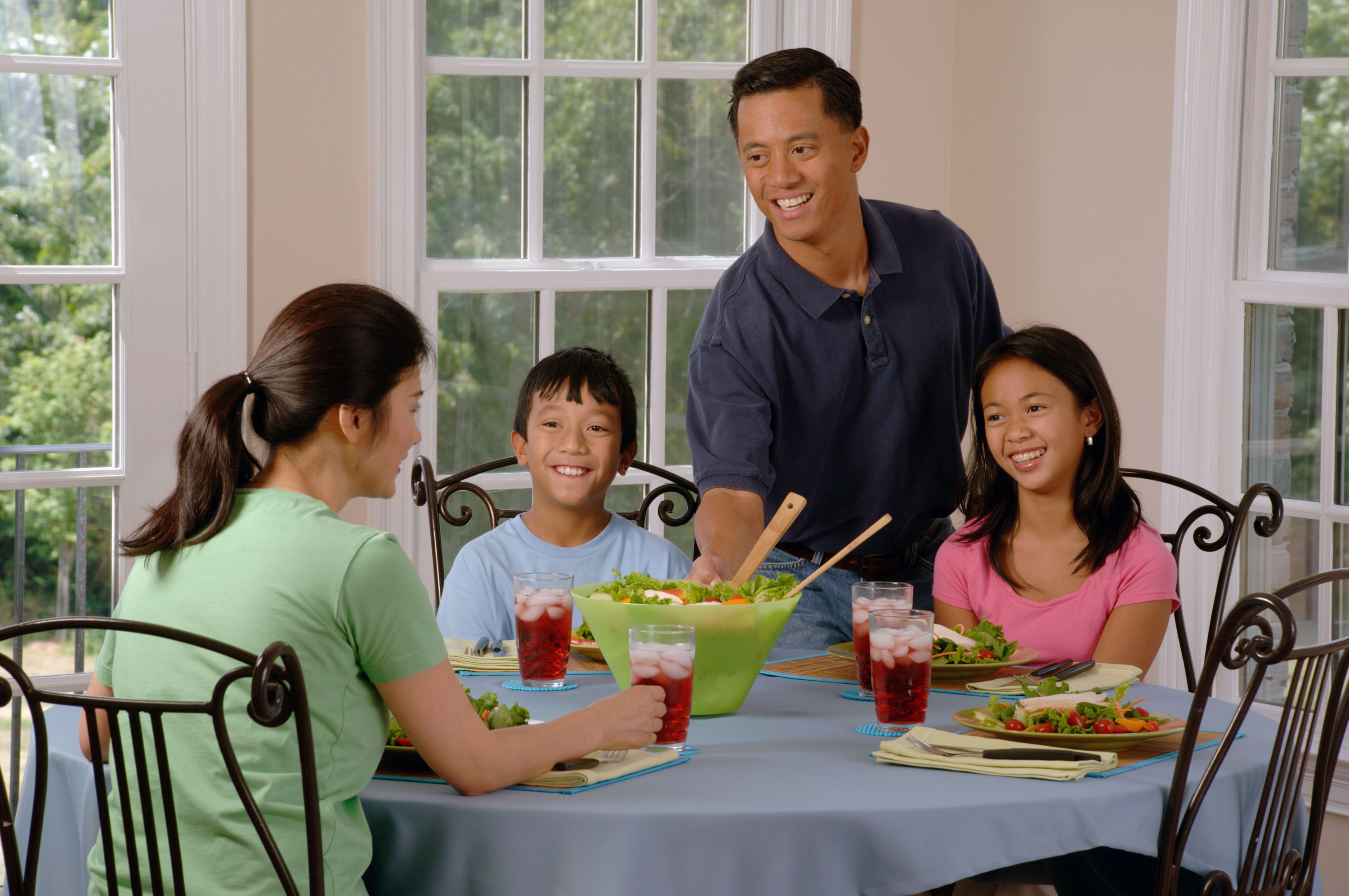 Outstanding File Family Eating At A Table 2 Wikimedia Commons Download Free Architecture Designs Embacsunscenecom